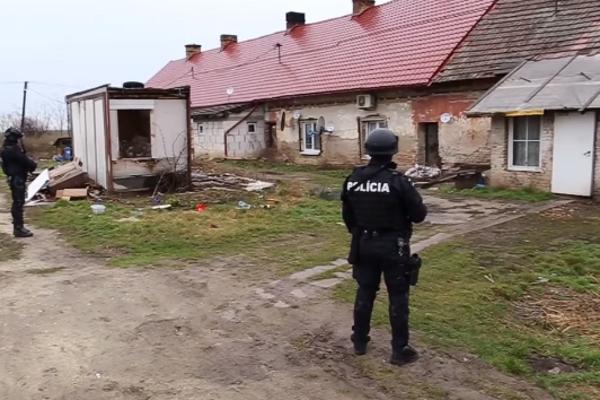 Polícia zadržala Trebišovčana v tomto dome.