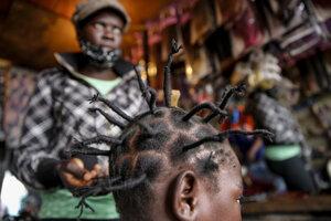 Nový účes inšpirovaný koronavírusom ponúkajú v kaderníckych salónoch v Keni.