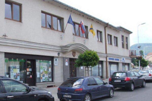 Mestský úrad v Novej Bani.