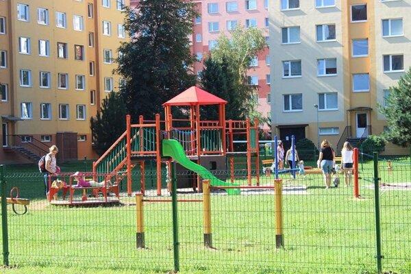 Aj na detských ihriskách platia prísne hygienické opatrenia.