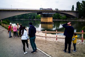Nová podpera Vážskeho mosta v Komárne.