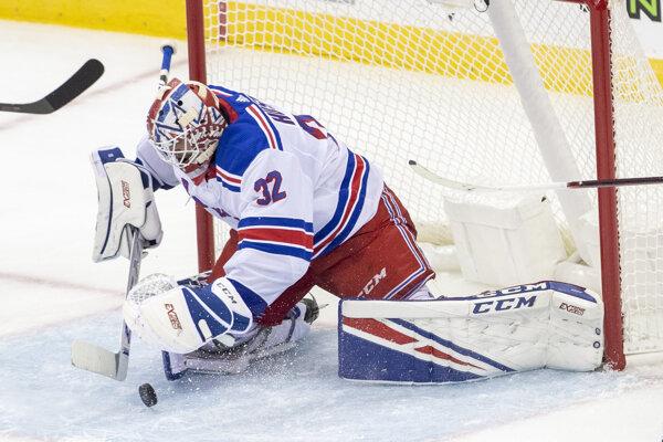 Adam Húska v drese NY Rangers počas prírpavného zápasu proti New Jersey Devils v septembri 2019.