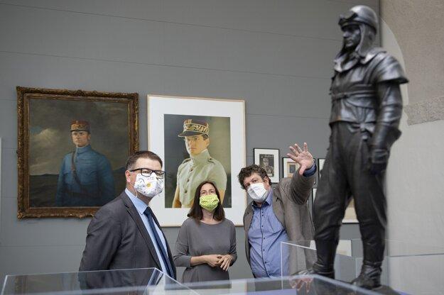 Ministerka kultúry Natália Milanová počas prehliadky výstavy Milan Rastislav Štefánik. Generál – Osloboditeľ v priestoroch Bratislavského hradu.