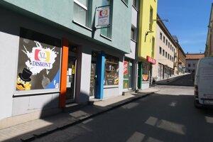 Diskontná predajňa na Weberovej ulici.