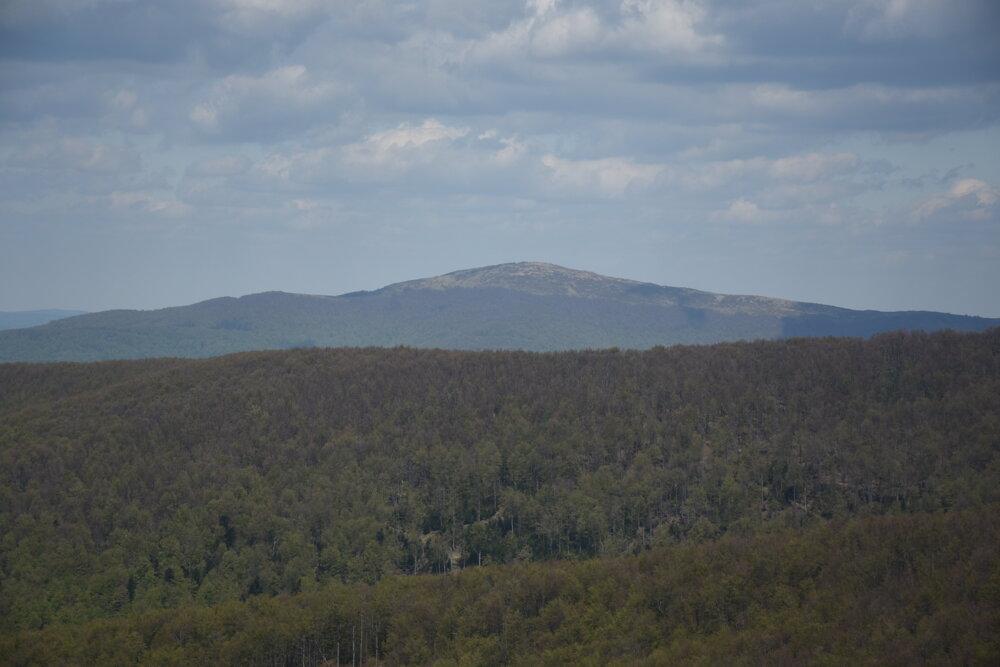 Pohľad na vrchol Wielka Rawka zo Sedla pod Ďurkovcom.