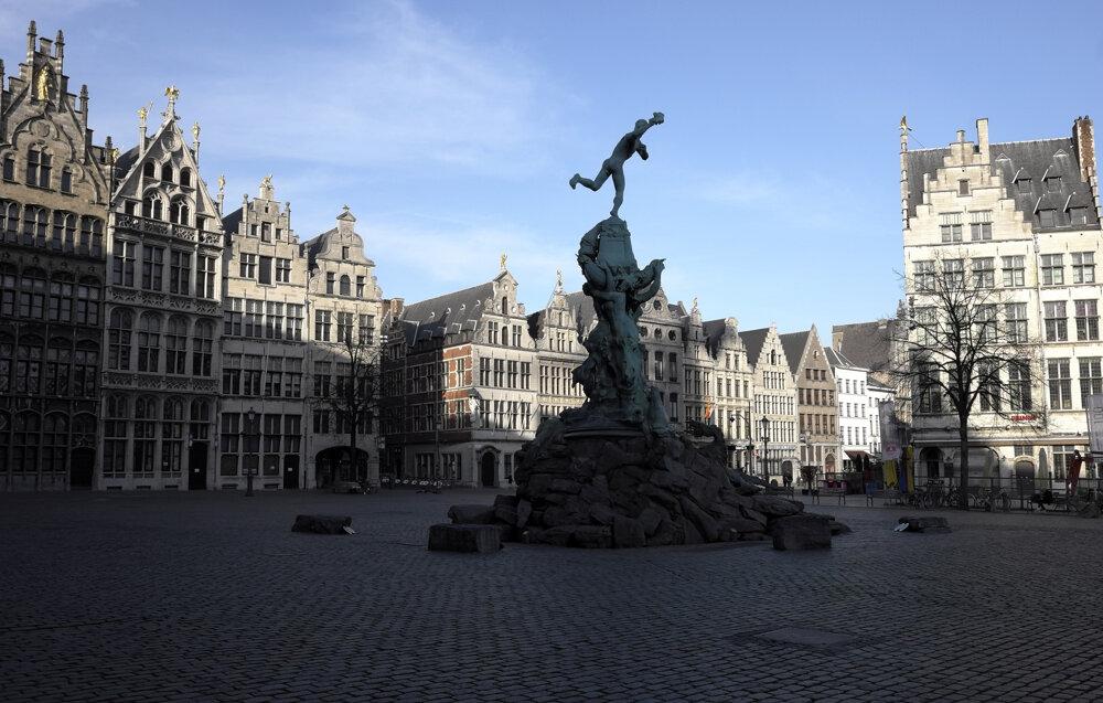 Historické centrum belgického mesta Antverpy na fotografii z 7. apríla 2020.