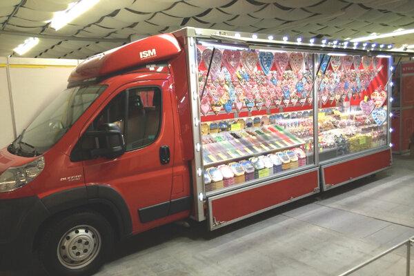 Predajca z Levíc má nakúpený tovar za desiatky tisíc eur. Stojí v sklade.