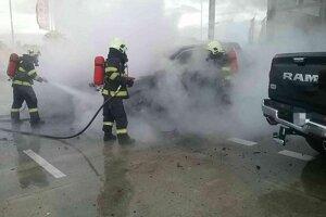Požiar áut v Bratislave.