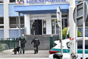 Polícia hľadá nahlásenú bombu.