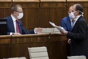 Predseda NR SR Boris Kollár a vpravo nezaradený poslanec parlamentu SR Štefan Kuffa počas rokovania 8. schôdze Národnej rady SR.