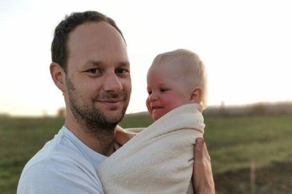 Matúš Michalec so svojim synom.