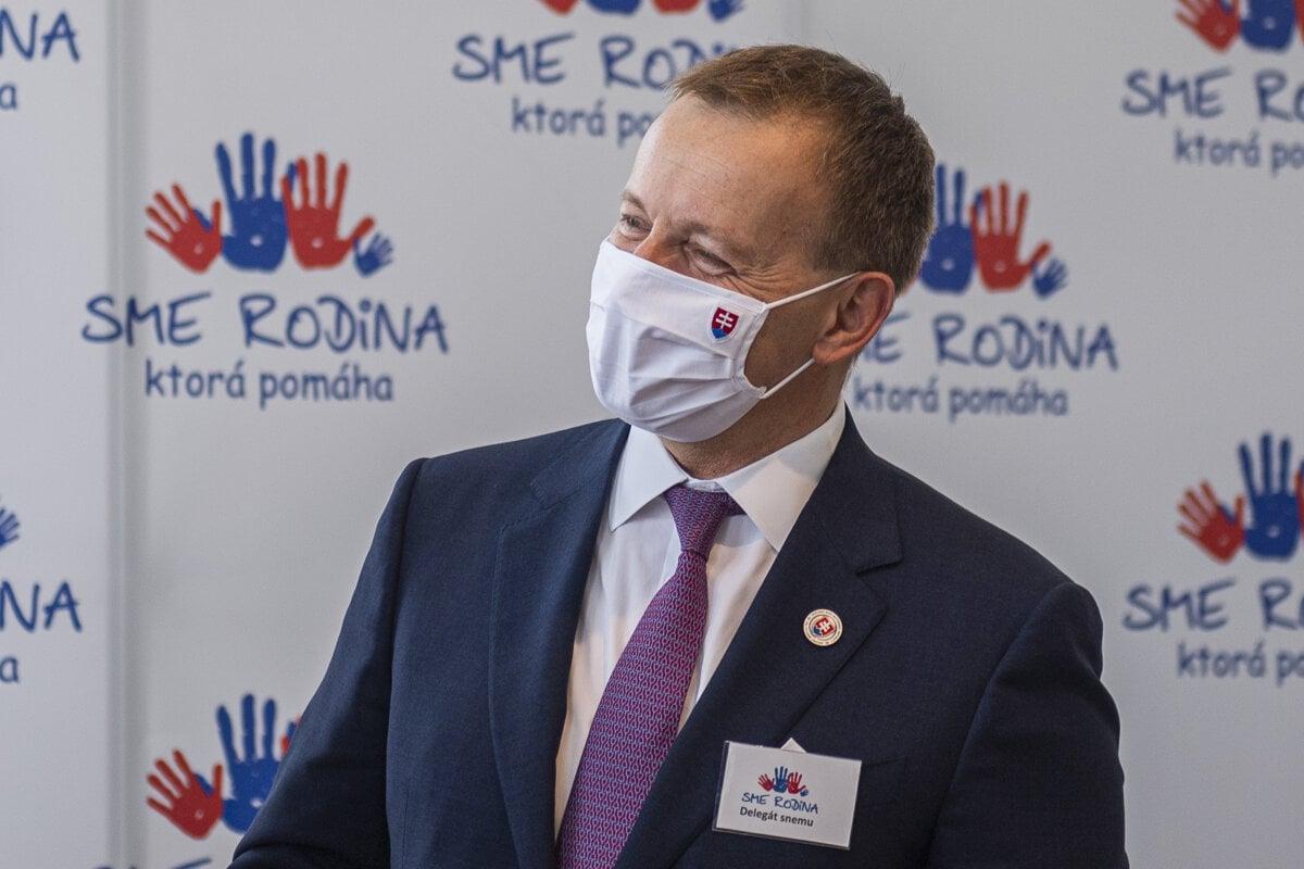 Hipš označil diplomovú prácu Borisa Kollára za plagiát - SME