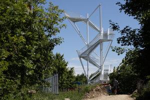 Veža bude po dokončení vysoká 21 metrov so siedmimi výhliadkovými poschodiami