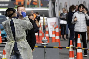 Novozélandské úrady vyzývajú ľudí, aby boli stále opatrní.