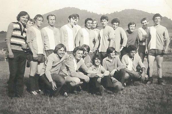 Jedno z prvých futbalových mužstiev Chlebníc.