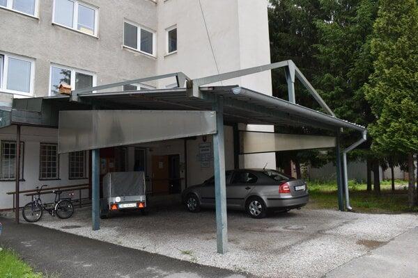 Spojená škola internátna v Humennom. Špeciálna základná škola sa stala jej organizačnou zložkou.