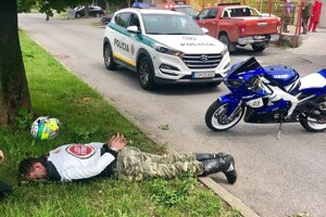 Motocyklistu bez vodičáku chytili na Pribinovej ulici.