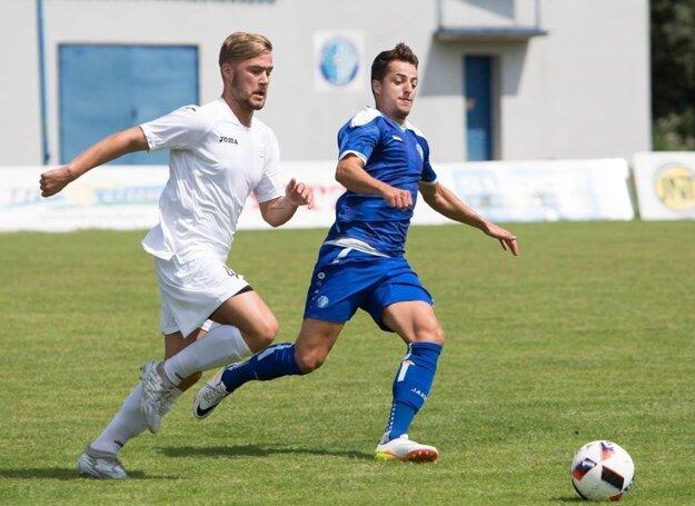 Kamil Karaš (v modrom) v drese košickej Lokomotívy.