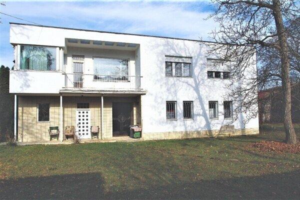 Pohľad na vstup do vily Oskara Winklera.