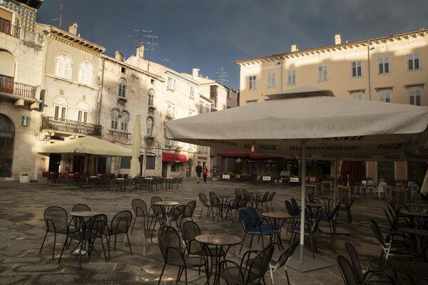 Námestie v historickom centre chorvátskeho mesta Pula na polostrove Istria.