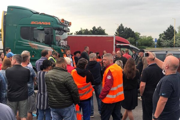 Predajcovia z jarmokov dnes štrajkovali na diaľnici.