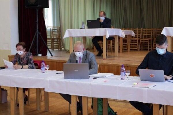 Zastupiteľstvá v Bystričanoch je už možné sledovať aj na vieozázname.