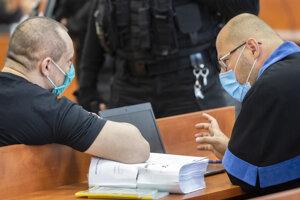Tomáš Szabó a jeho advokát Matúš Beresecký počas hlavného pojednávania na Špecializovanom trestnom súde v kauze vraždy novinára Jána Kuciaka v Pezinku.