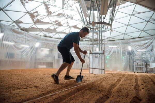 Slovenskej botaničke Eve Záhradníkovej sa páčilo zobrazenie pestovania zemiakov na planéte Mars vo filme Maťan.