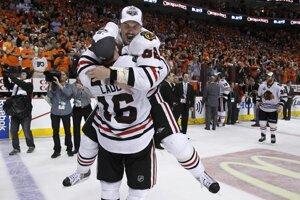 Tomáš Kopecký sa raduje po zisku Stanleyho pohára v NHL.