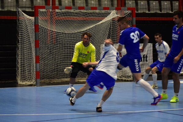 Na turnaji O pohár firiem sa zúčastnilo deväť mužstiev.