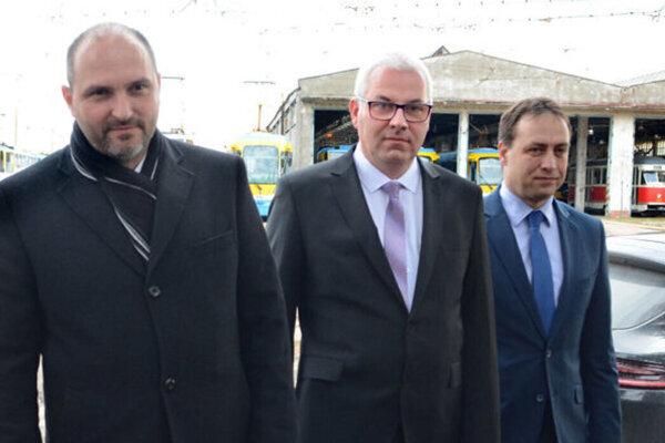 Spoločne chceli postaviť DPMK na nohy. Kto z nich teraz udrží opraty - Polaček s Čopom alebo Padyšák (v strede)?