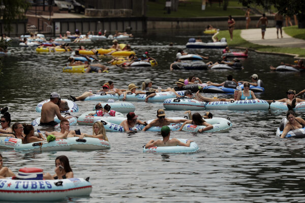 Texasania chodia k vode aj v čase pandémie.
