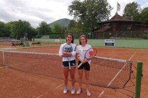 Adriana Gergelyová (vľavo) aSimona Zacharová.