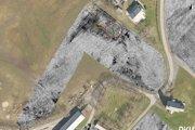 Letecké snímky doplnené o radarové údaje z prieskumu. V červenom kruhu je vyznačená pohrebná loď.