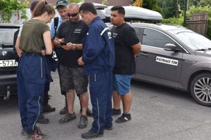 Po nezvestnej advokátke pátrajú členovia pohotovostného pátracieho tímu a dobrovoľní hasiči.