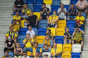 Fanúšikovia DAC Dunajská Streda na tribúne počas zápasu.