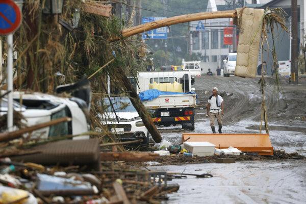 Japonsko sužujú povodne.