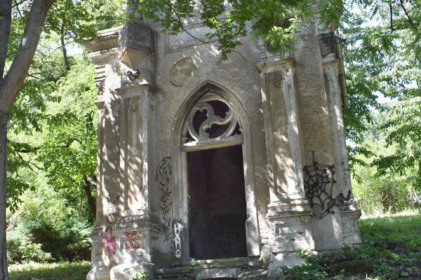 Jediná zachovaná kaplnka na starom evanjelickom cintoríne - bývalá hrobka rodiny Pohle Roth.
