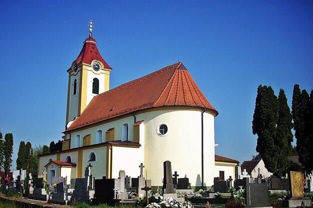 Kostol v Čároch.