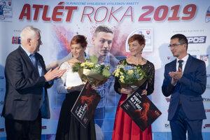 Sestry Velďakové získavajú ocenenia za úspešnú skokanskú kariéru aj po jej skončení.