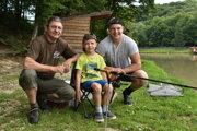 Rodinný rybársky minitím (zľava): Štefan Hirjak, Števko Hirjak a Dominik Fereta.