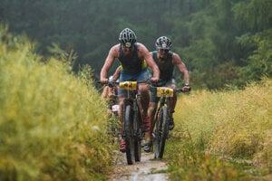 Účastníkom Rajeckého kros triatlonu skomplikovalo preteky počasie.