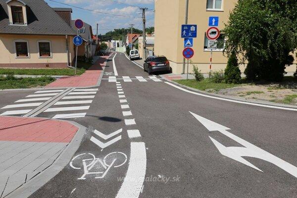 Vynovená Hlboká ulica v Malackách.