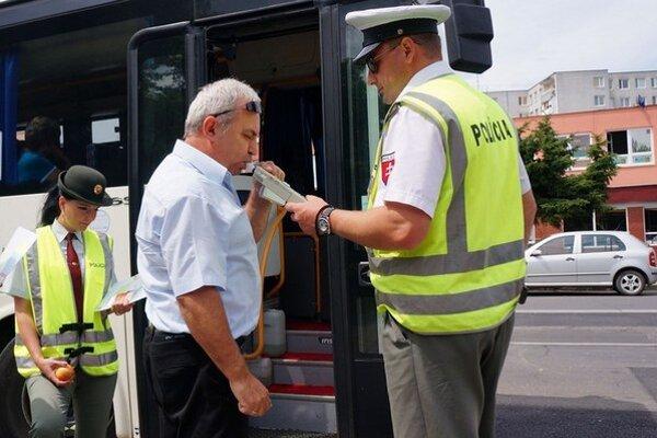 Policajti v posledných týždňoch kontrolujú hladinu alkoholu.
