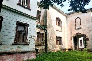 Budova v minulosti ukrývala cenné zbierky afrických trofejí, ktoré získal gróf Ladislav Széchenyi.