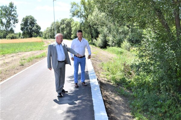 Ján Danko a Martin Beniač počas kontrolného dňa na cyklotrase.