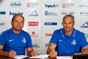 Milan Murček aMiroslav Mosnár pri podpise zmluvy.