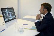 Francúzsky prezident Emmanuel Macron počas videokonferencie.