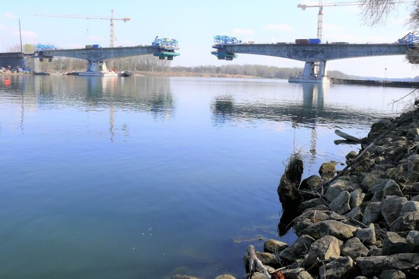 Výstavba mosta cez rieku Dunaj na diaľničnom úseku D4 Jarovce - Ivanka.