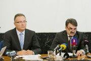 Prvý námestník GP Ladislav Tichý a generálny prokurátor Jaromír Čižnár na snímke z roku 2013.